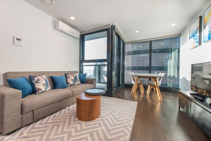 Seaview 2Bed & 2Bath-Unbeatable Central Location