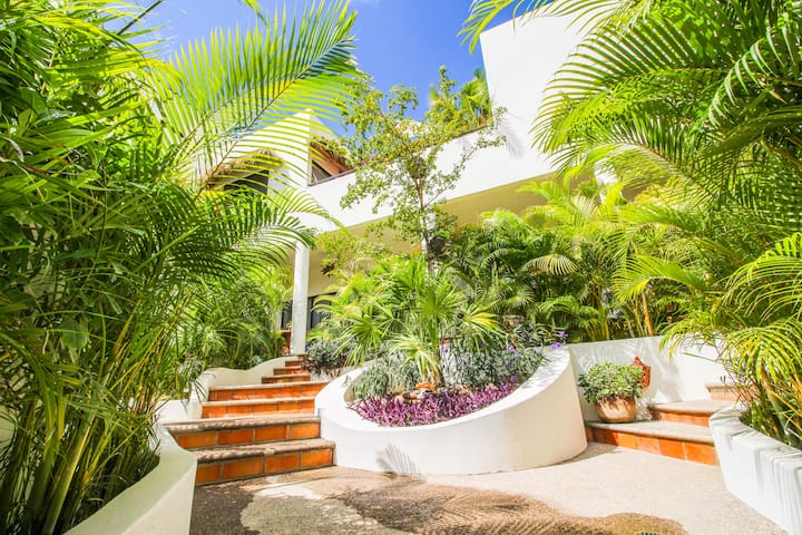 ✨Boutique Casita w/ Pool & Patio | 7 min to Beach✨