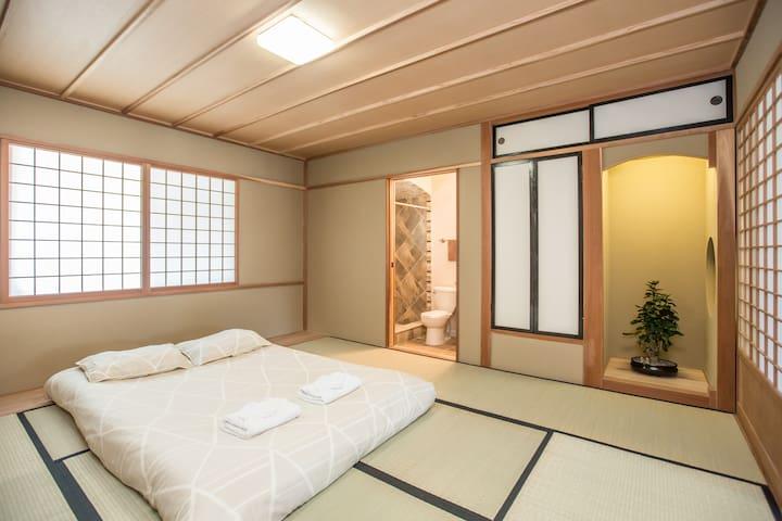 """Japanese Retreat - """"Tatami House!"""""""