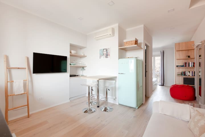 ✩ Bright Flat ✩ in Navigli & Tortona Area