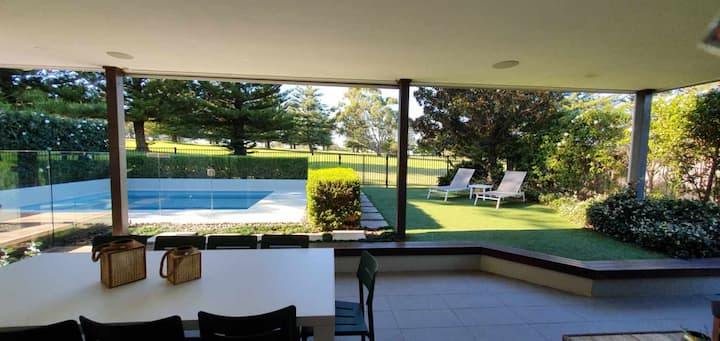 6 Bedrooms overlooking Golf Course, plunge pool.