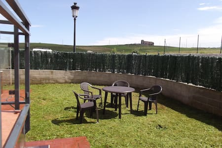 2 bedroom + private garden + pool  - Santillana del Mar