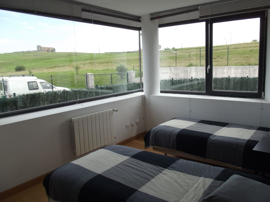 Habitación super luminosa con ventanal de 3 metros , espectacular vista - 2 camas de 0.90 cada una