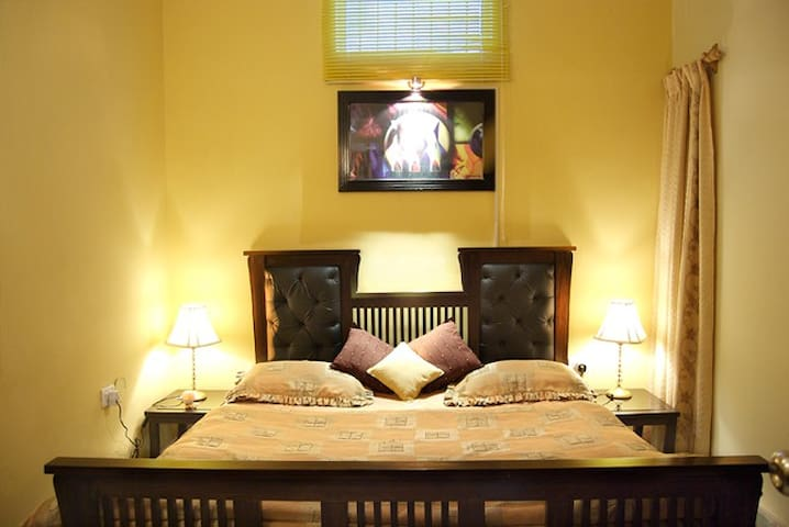 Deluxe room - Single Occupany - Bangalore - Bed & Breakfast