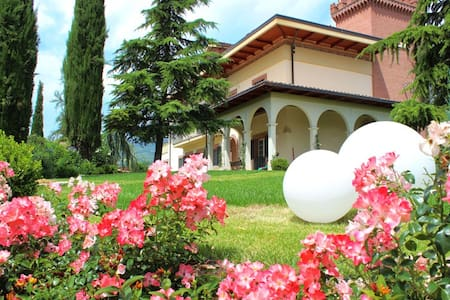 Cozy apartmen in Villa - parking garden breakfast! - Teramo - Villa