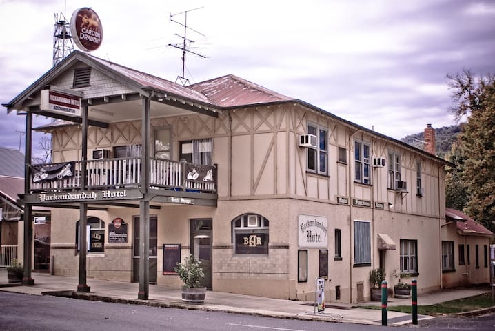 Single Room #4 'Doodie' The Yackandandah Hotel