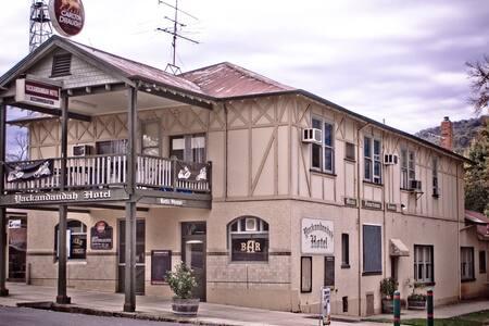 Double Room #2 'Maude' The Yackandandah Hotel