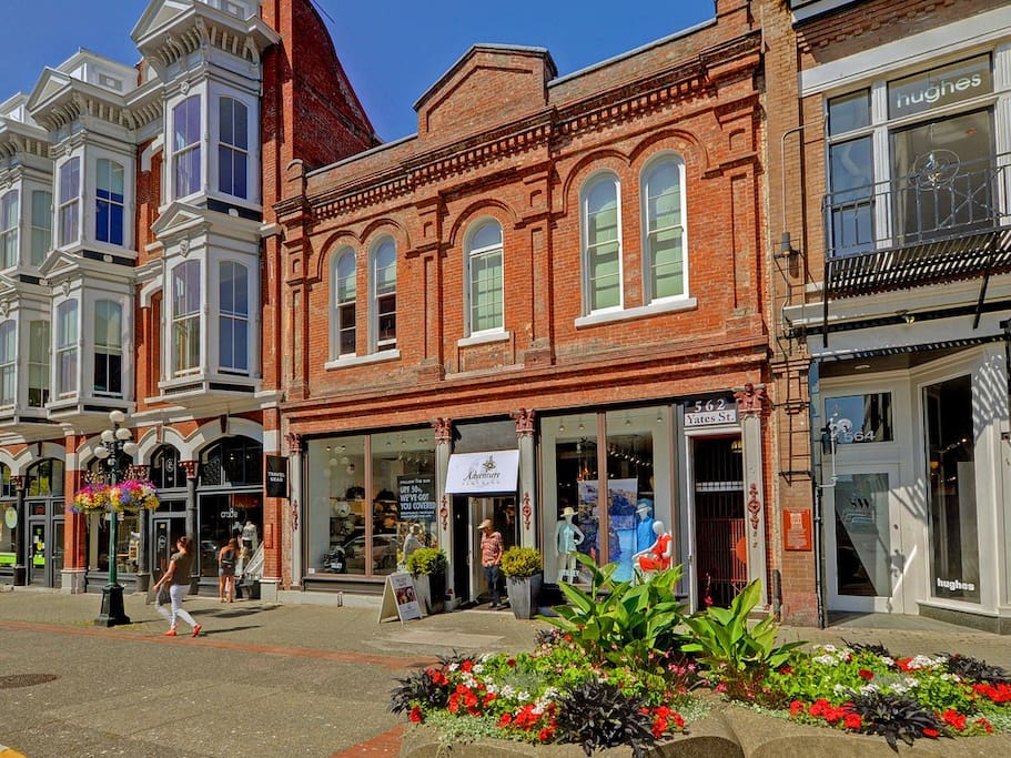 Downtown character loft in historic building condomini for Cabine in affitto a victoria bc