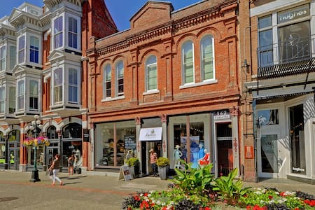 Downtown Character Loft in Historic Building - Victoria - Appartement en résidence
