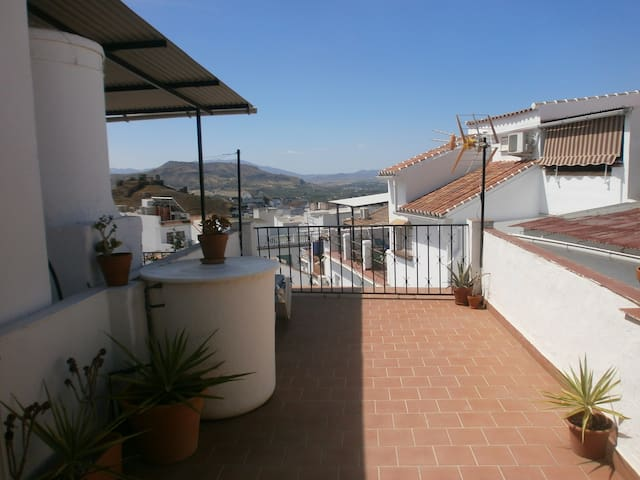Beautiful Townhouse, Alora. Wi Fi - Álora - Talo