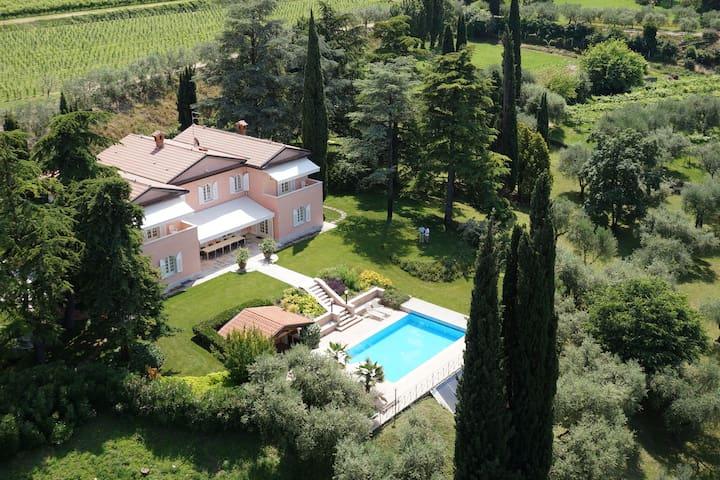 Villa Costasanti - Luxury Holiday Villa Lake Garda