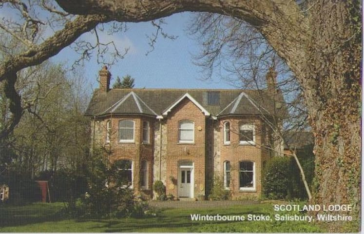 Stonehenge BnB. Standard En-suite double - Winterbourne Stoke - Bed & Breakfast