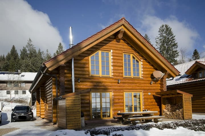 Ferienhaus Blockhaus Chalet 2 in Feldberg-Ort 1300m ü.M. Hot Tub, Sauna, Kamin, PS4, WLAN
