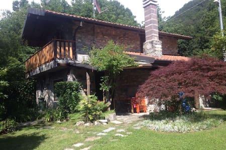 panoramica villa in pietra - Schignano - Βίλα