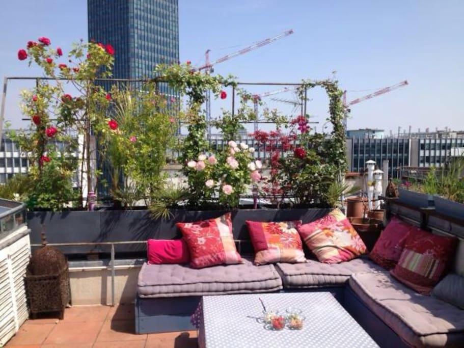 La terrasse fleurie.
