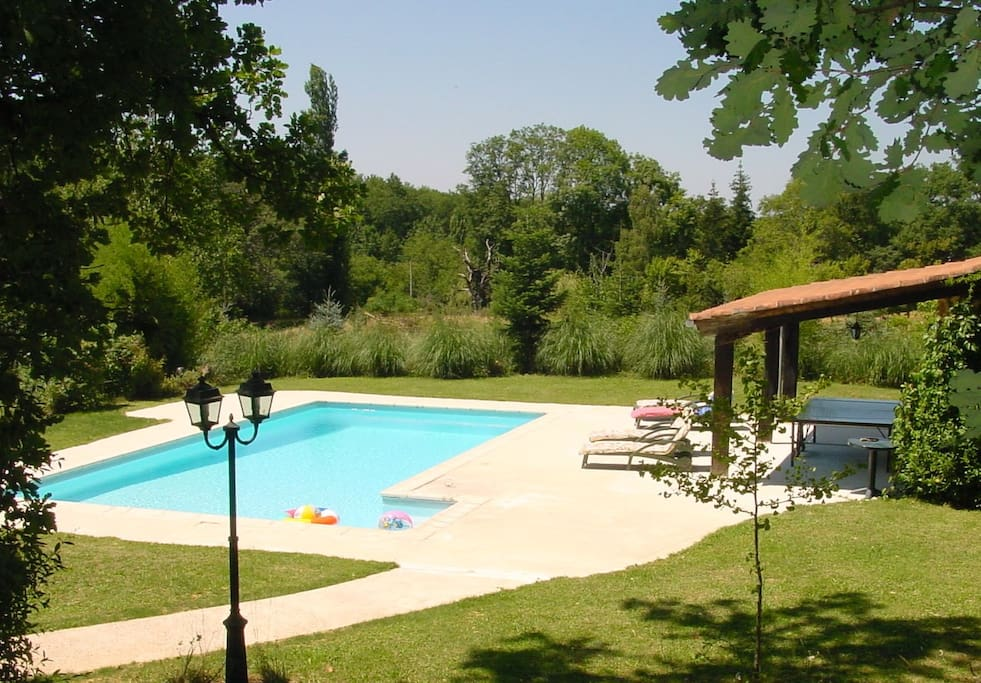 Pool mit Saunahäuschen (+WC und Dusche) mit Tischtennisplatte