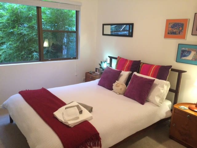 Shelly Beach 'RAINFOREST HAVEN' - Port Macquarie - Bed & Breakfast