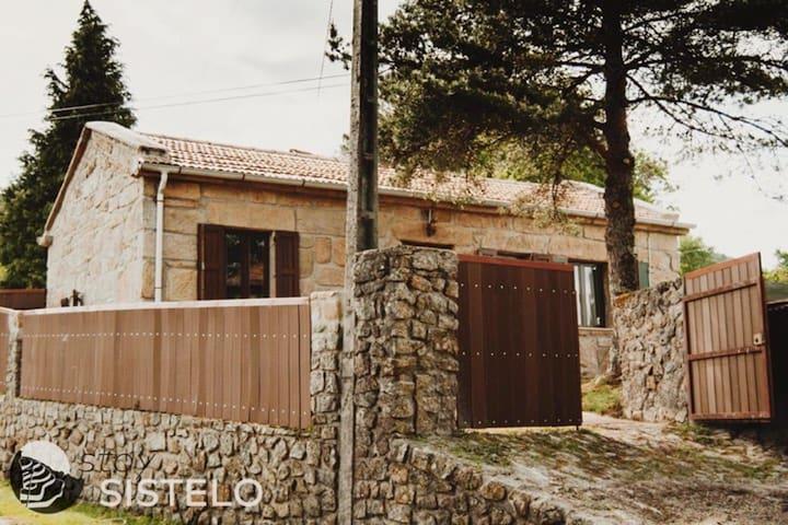 Bella casa con vista sulle montagne
