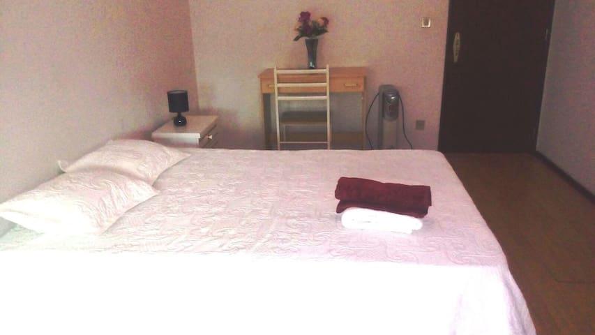 Quarto duplo, próximo a Fátima! ( 8 à 13 de Maio) - Leiria - Apartamento