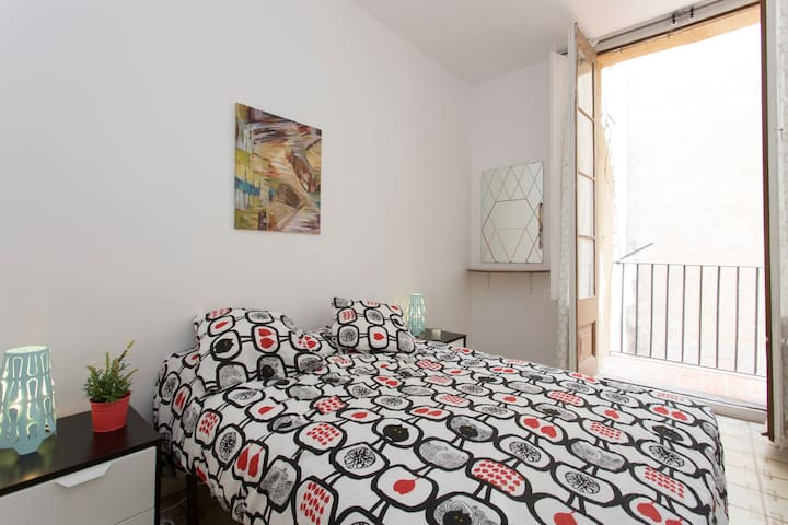 Double room in the historic center with Balcony!! - Barcelona - Apartemen
