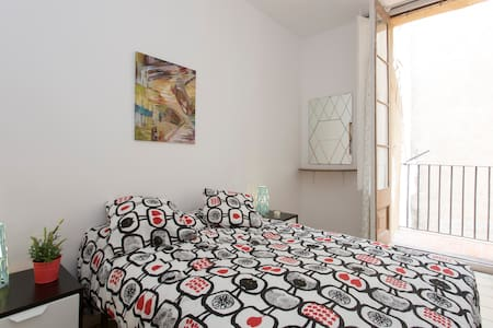 Double room in the historic center with Balcony - Barcelona