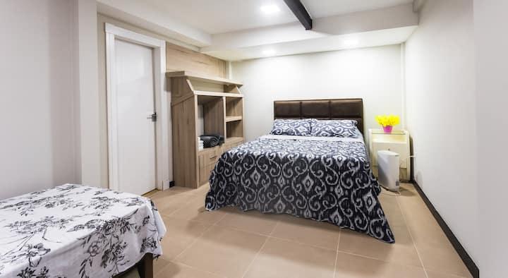 Studio CoWork&Beds-Suíte Casal+2Pessoas-AC/WiFi/TV