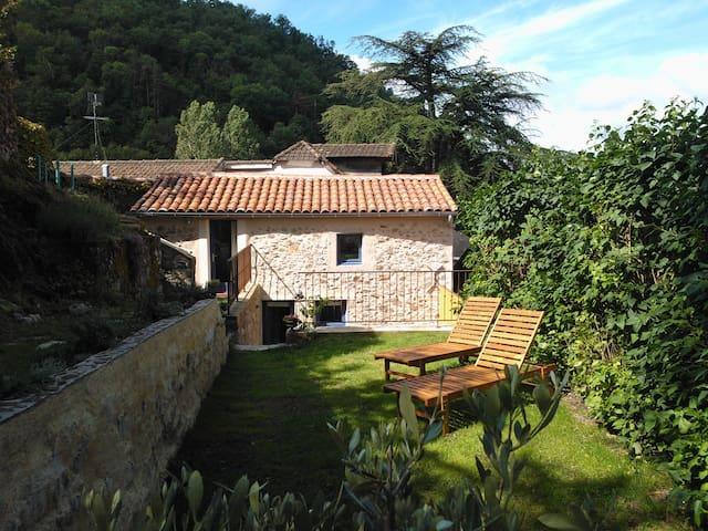 Charming guest house, Villefranche - Villefranche-de-Rouergue