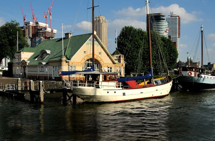 Stylish Boat on unique location Rotterdam Centre