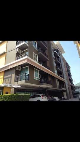 38 SQM One double bedroom Condo - Tambon Saen Suk - Byt