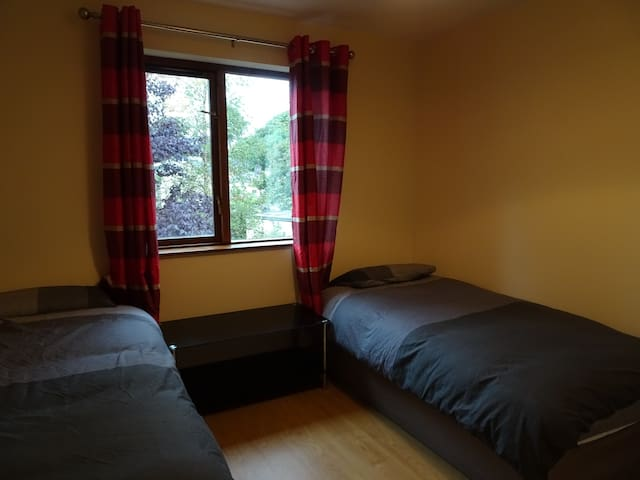 Town House: Twin Room w/ Shared Bathroom - Manorhamilton - Bed & Breakfast