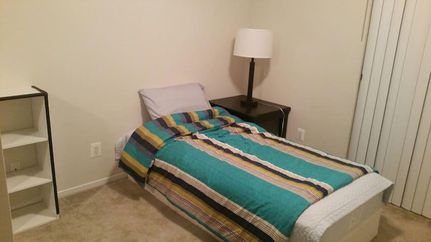 1 single bed, 1 stand, very clean - Walnut Creek - Leilighet