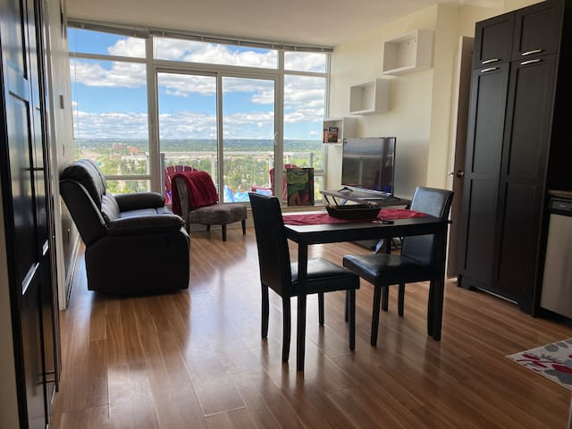 🔥 Ideal location for Great Rates, Views & Comfort