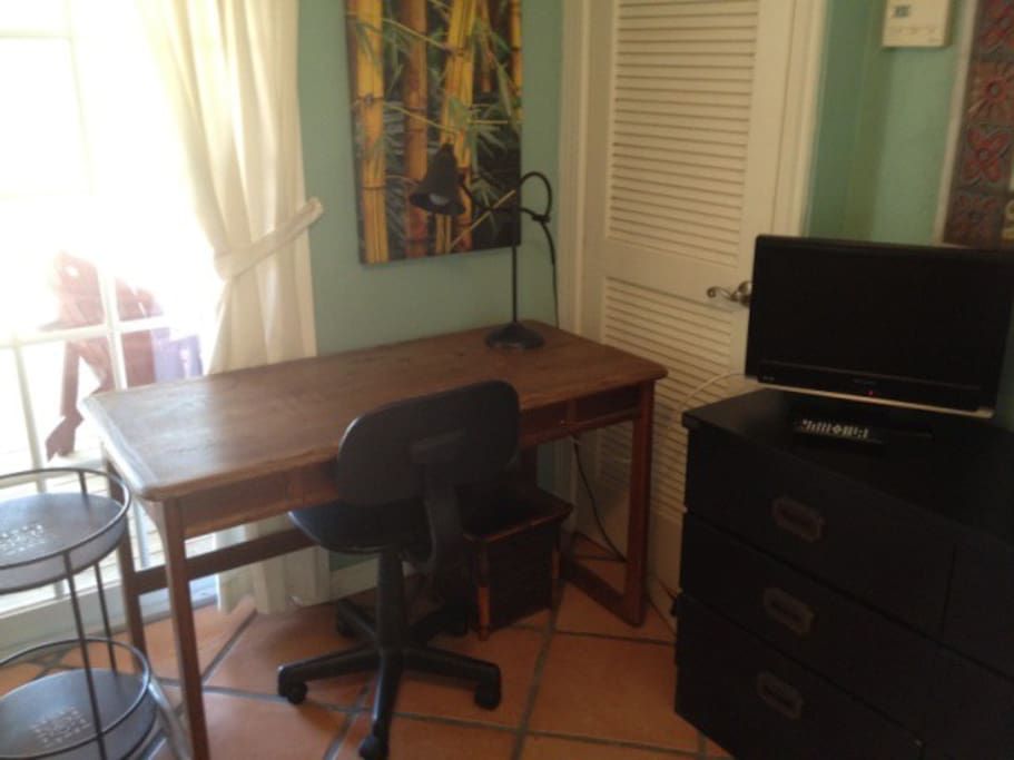 desk/chair/wireless internet,TV Cable included