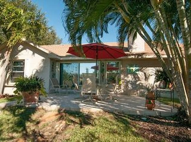 Lovely Furnished Room in St Pete Beach