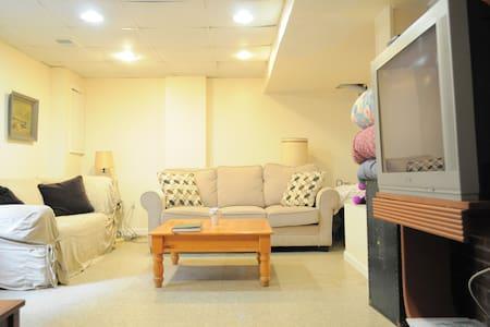 2 Bedroom Private Condo Suite (Basement Apt) - Washington - House