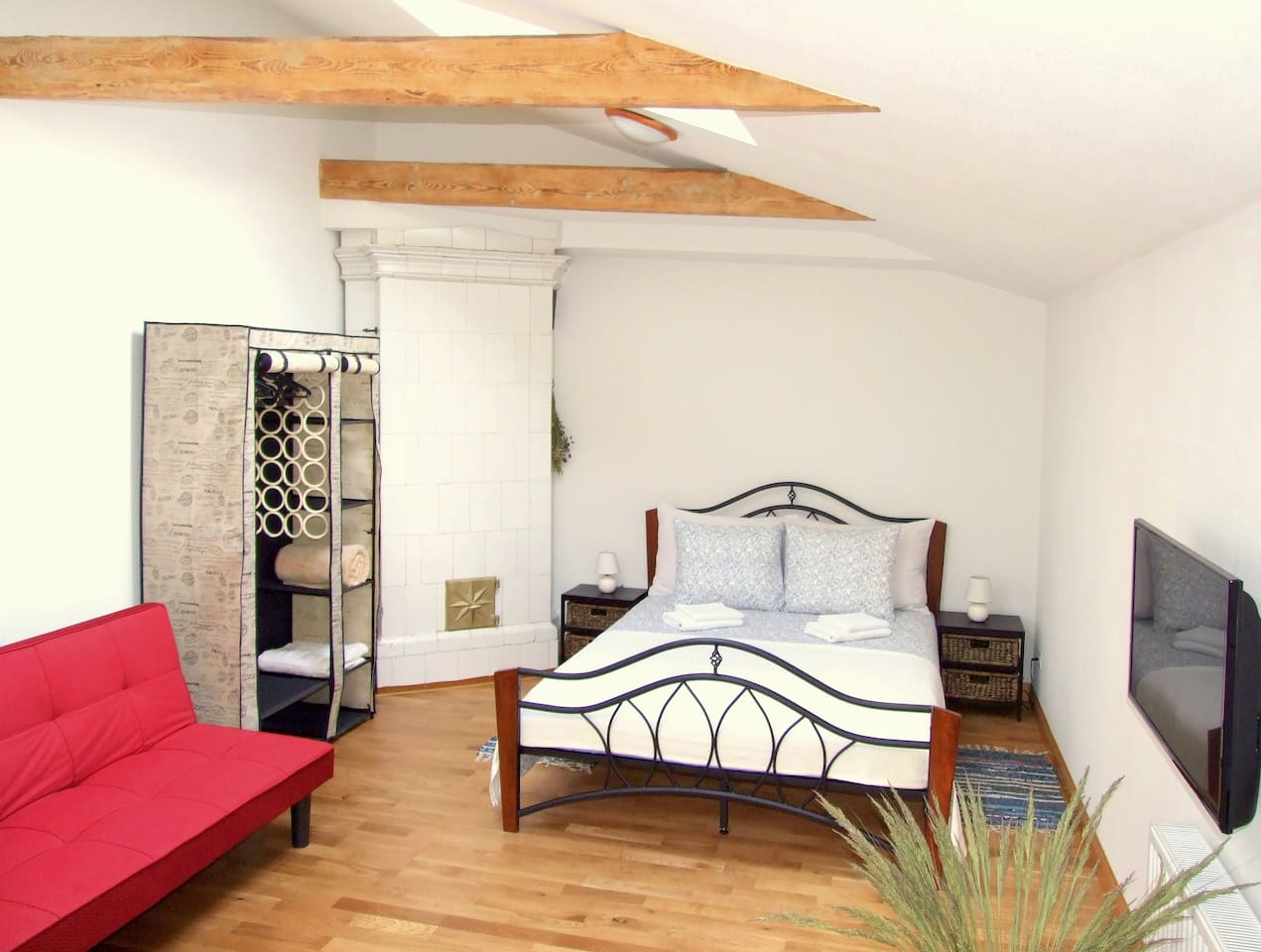 Sunny loft studio with double bed, pull-out sofa, wardrobe, 131 TV channel, Wi-Fi internet.