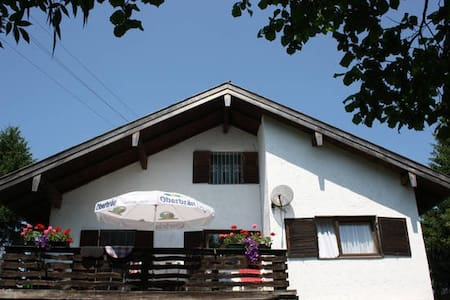 Sunny 5 Bedroom Holiday Home , south of Munich - Dietramszell - Huoneisto