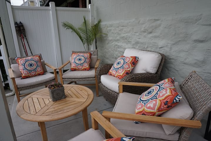 outdoor seating area, perfect for spring/summer/fall days and nights barbequeing!