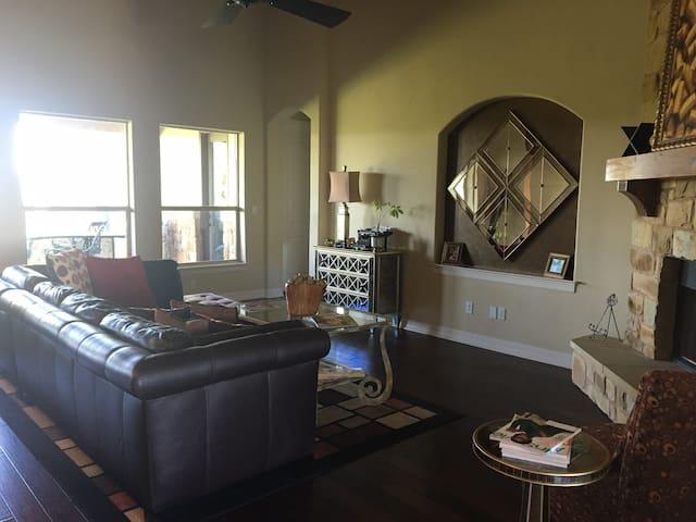 Gorgeous Custom Home in Leander - Leander - Dům