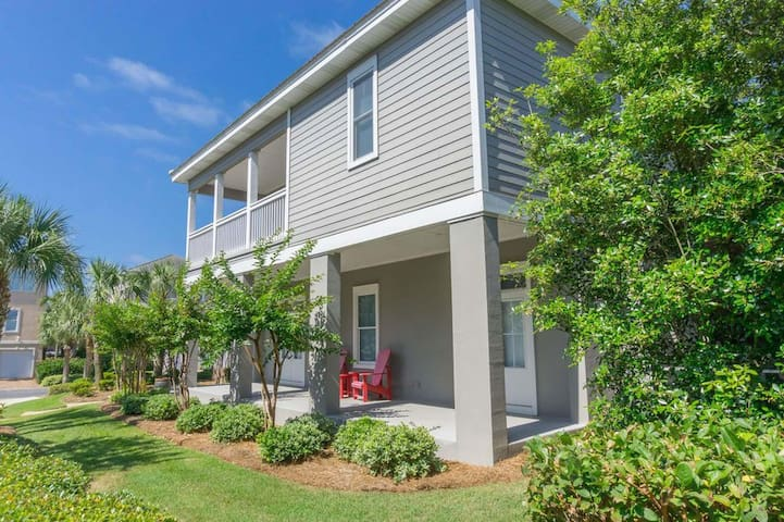 Anchors Away Master Suite - in the Heart of Destin