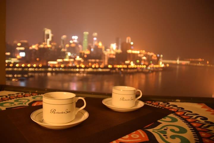 漫时光-Star.解放碑江边的温馨赏一线长江夜景大床房,10分钟到洪崖洞,朝天门