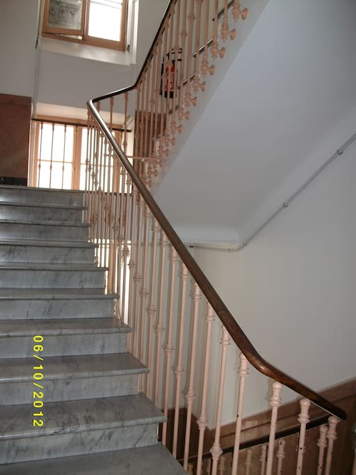 Stairs for 1th floor.