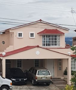 Casa Familiar en Las Cumbres