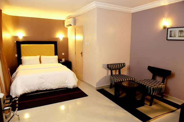 Linton Host Hotels - Deluxe Suite