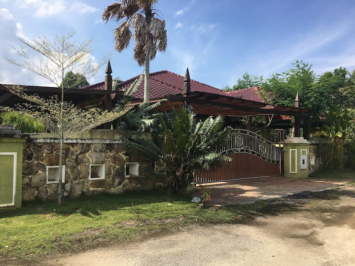 CM bungalow GUESTHOUSE