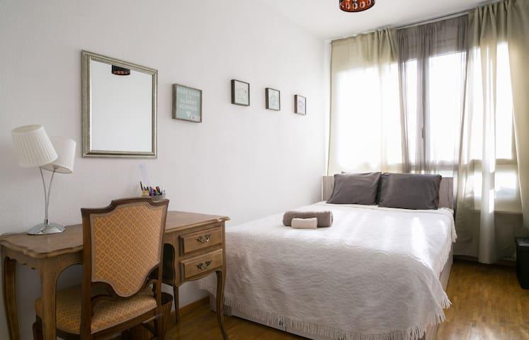 Belle chambre lumineuse - Lancy - Apartamento