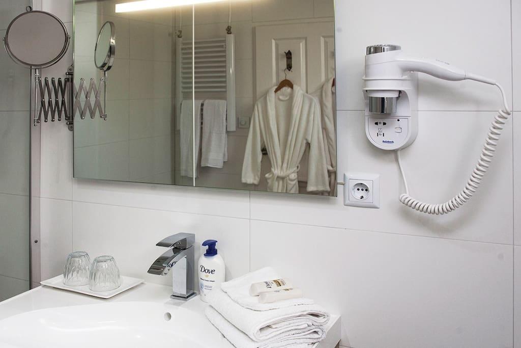 Complete badkamer met alles wat u wenst