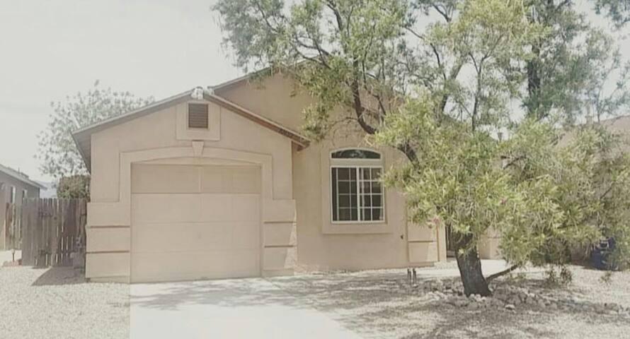 Cozy two bedrooms available - Albuquerque - Casa