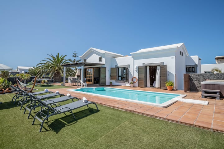 Holiday Home Villa Ambar Cherry with Mountain View, Sea View, Pool, Jacuzzi & Wi-Fi