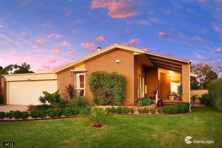 Fully Furnished Family Home close 2 Uni & Uni hill